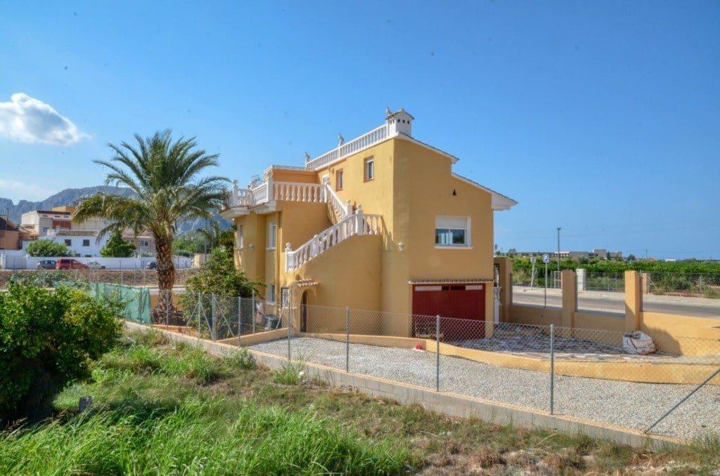 Chalet de 8 habitaciones en Ondara en venta con garaje - 196.000 € (Ref: 5102511)