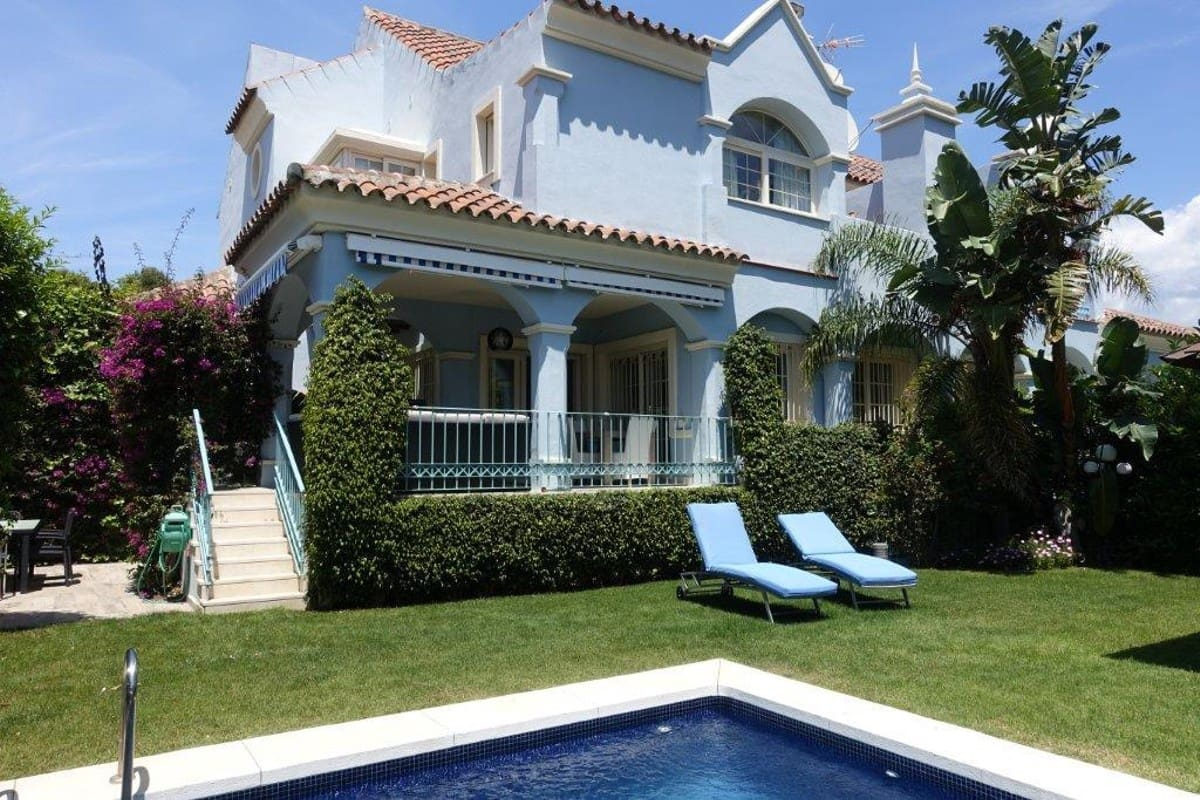 5 slaapkamer Halfvrijstaande villa voor vakantieverhuur in Puerto Banus met zwembad garage - € 3.500 (Ref: 3172165)