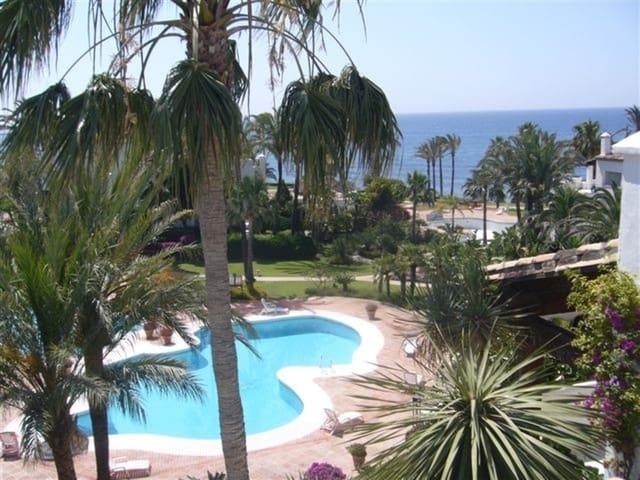 3 sypialnia Penthouse na kwatery wakacyjne w Estepona z basenem garażem - 800 € (Ref: 3218468)