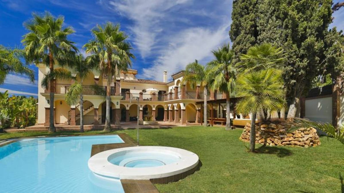 12 bedroom Villa for sale in Marbella with pool garage - € 6,600,000 (Ref: 3227142)