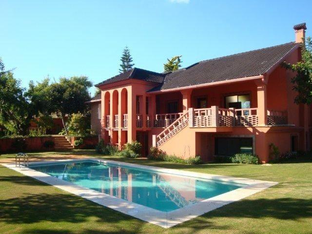 7 soverom Villa til leie i Bel-Air med svømmebasseng garasje - € 2 450 (Ref: 3272554)