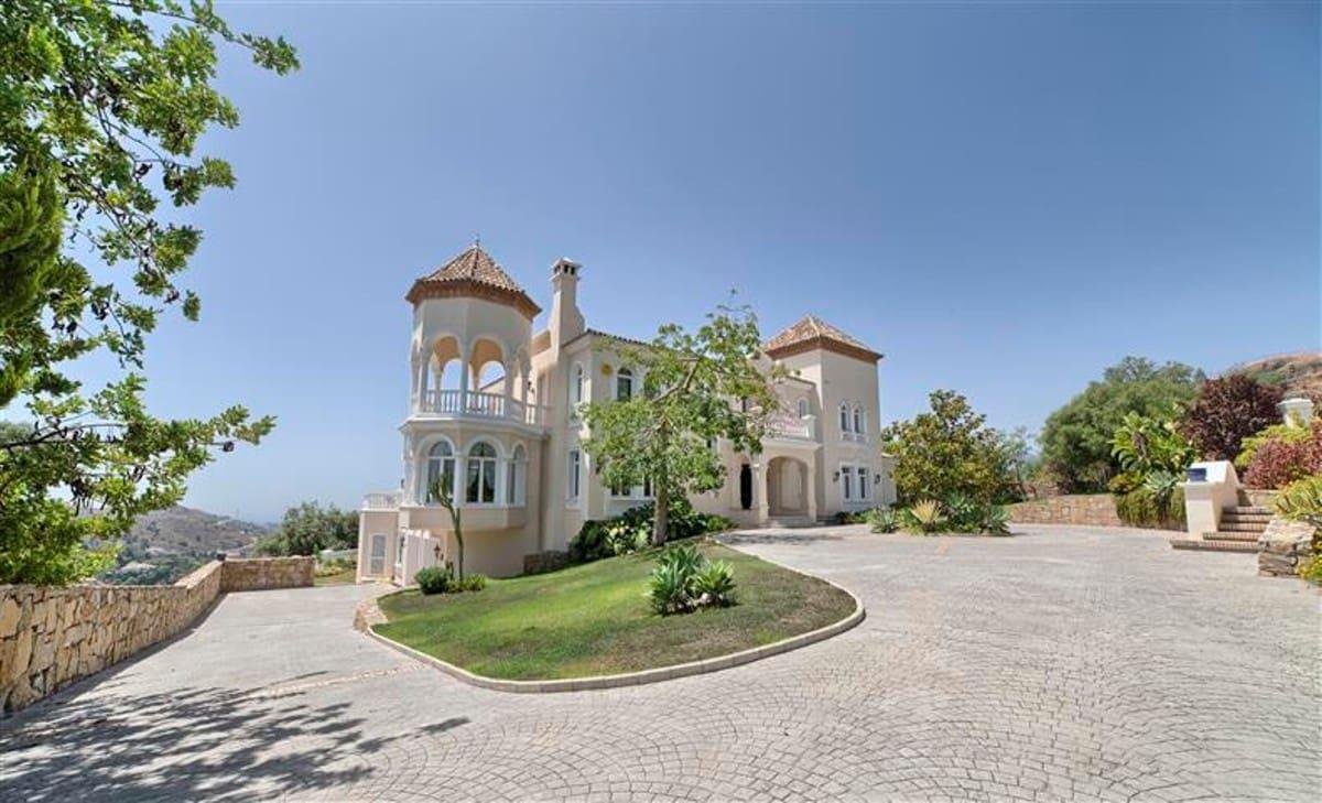 5 bedroom Villa for sale in Marbella with pool garage - € 2,750,000 (Ref: 3340218)