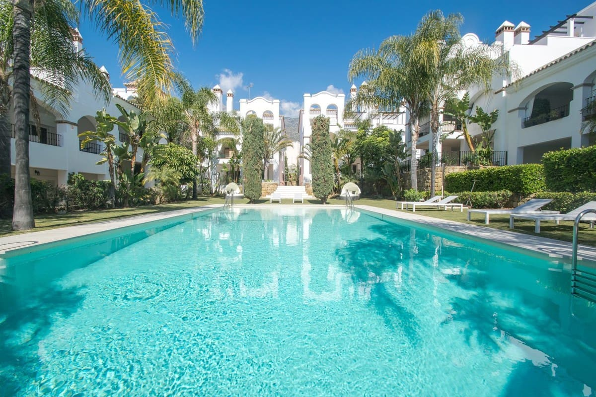 2 bedroom Apartment for sale in Marbella with pool - € 380,000 (Ref: 3377116)