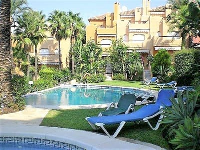 4 bedroom Townhouse for sale in Puerto Banus with pool garage - € 620,000 (Ref: 3567494)