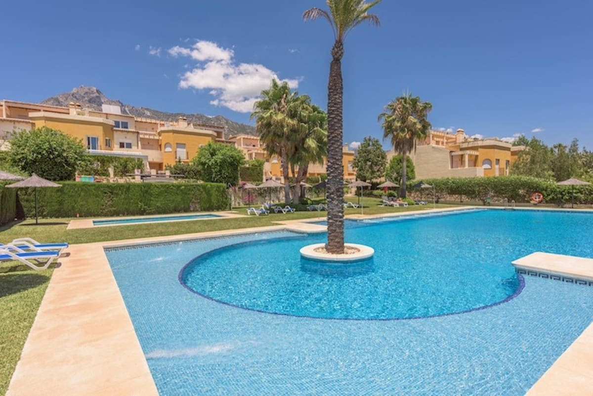 3 bedroom Townhouse for sale in Marbella with pool garage - € 470,000 (Ref: 3612154)