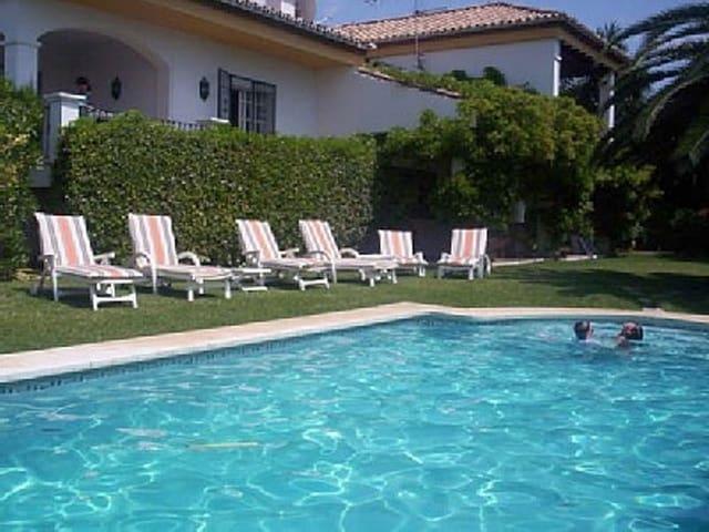 4 sypialnia Willa na kwatery wakacyjne w Nueva Andalucia z basenem garażem - 4 300 € (Ref: 3612182)