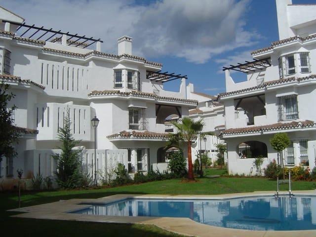 Ático de 2 habitaciones en Nueva Andalucia en alquiler vacacional con piscina garaje - 1.200 € (Ref: 3612190)