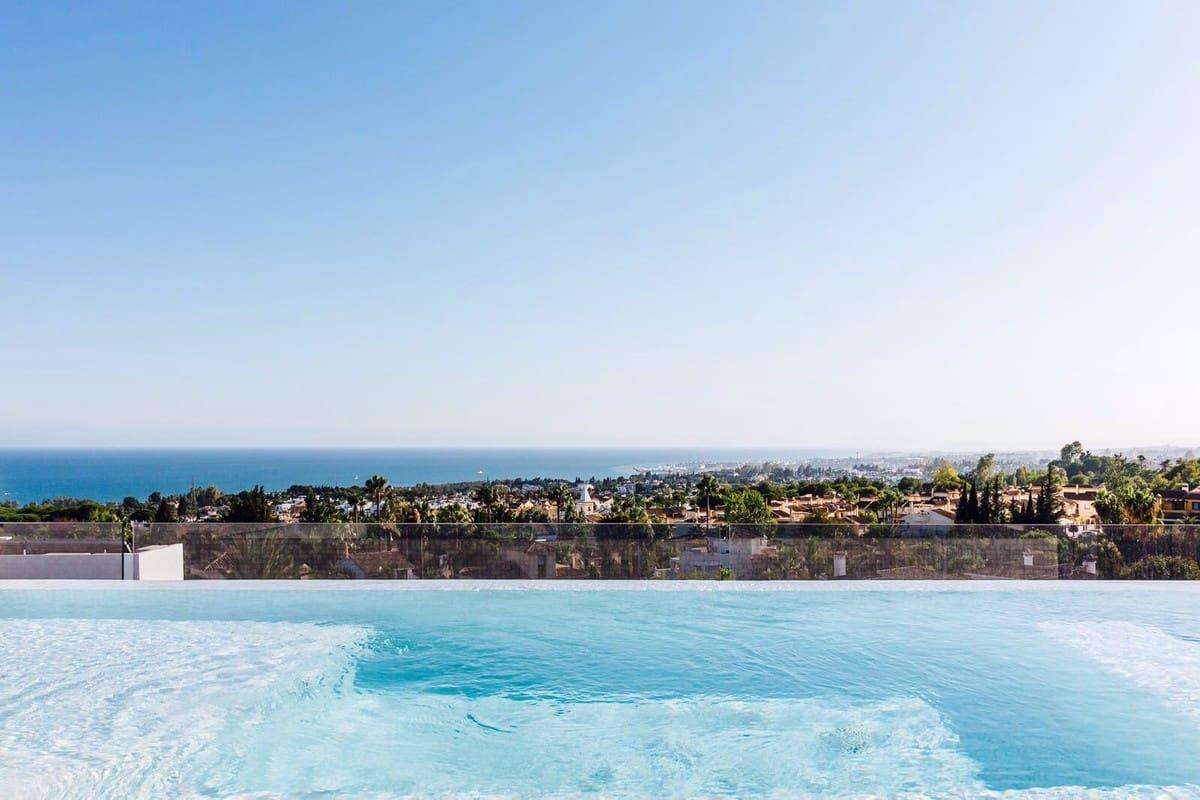 4 bedroom Villa for sale in Marbella with pool garage - € 4,400,000 (Ref: 3877558)