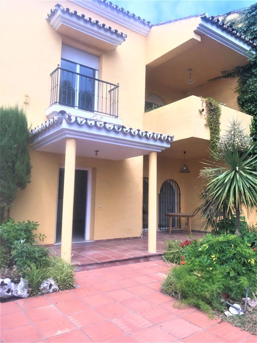 5 sovrum Semi-fristående Villa att hyra i Puerto Banus med pool garage - 1 950 € (Ref: 3969919)