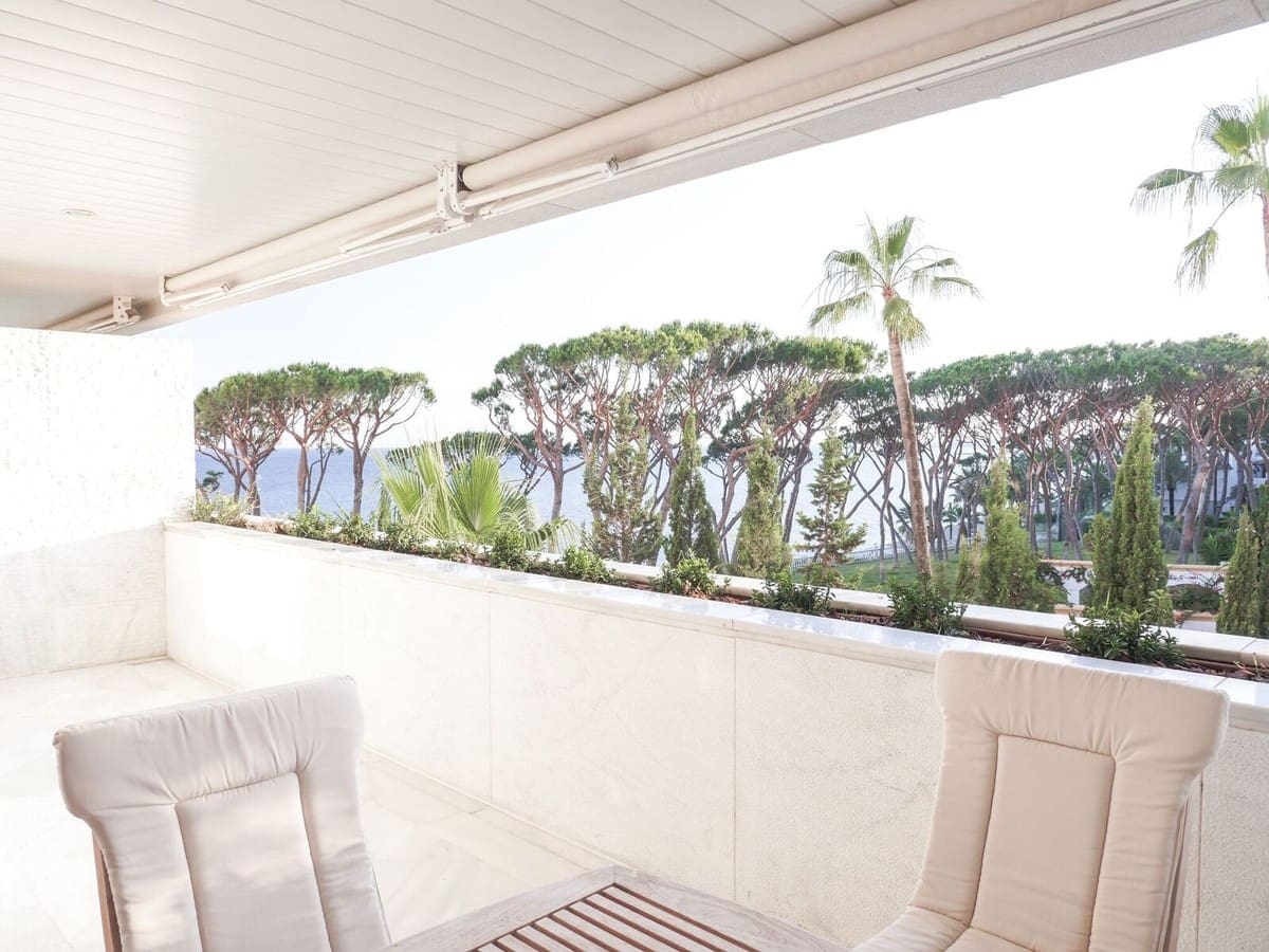 2 bedroom Apartment for sale in Marbella - € 1,100,000 (Ref: 4313190)