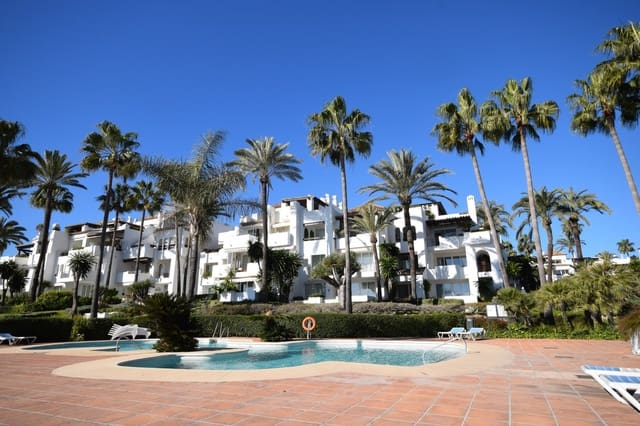 2 bedroom Penthouse for holiday rental in Estepona with pool garage - € 1,100 (Ref: 4396006)
