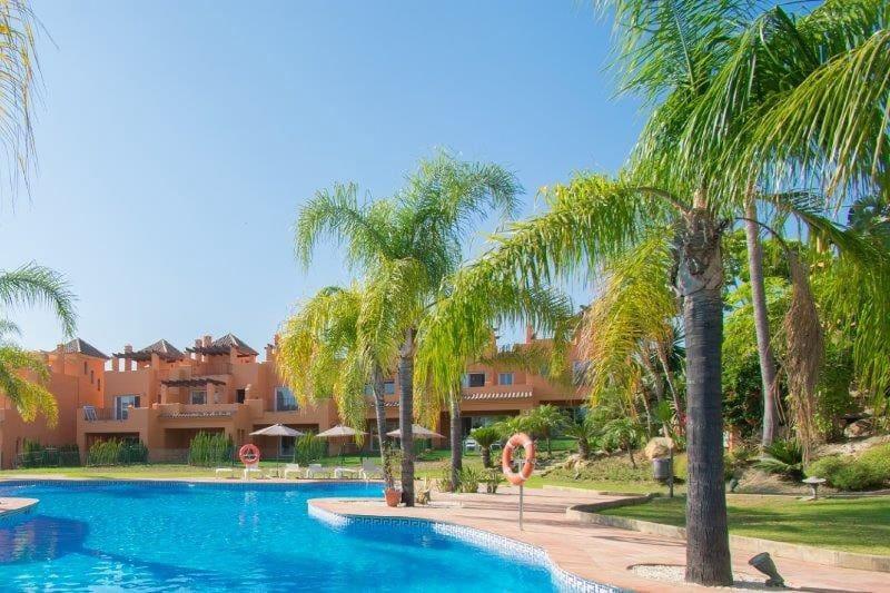 3 soveværelse Byhus til leje i El Paraiso med swimmingpool garage - € 2.400 (Ref: 4519401)