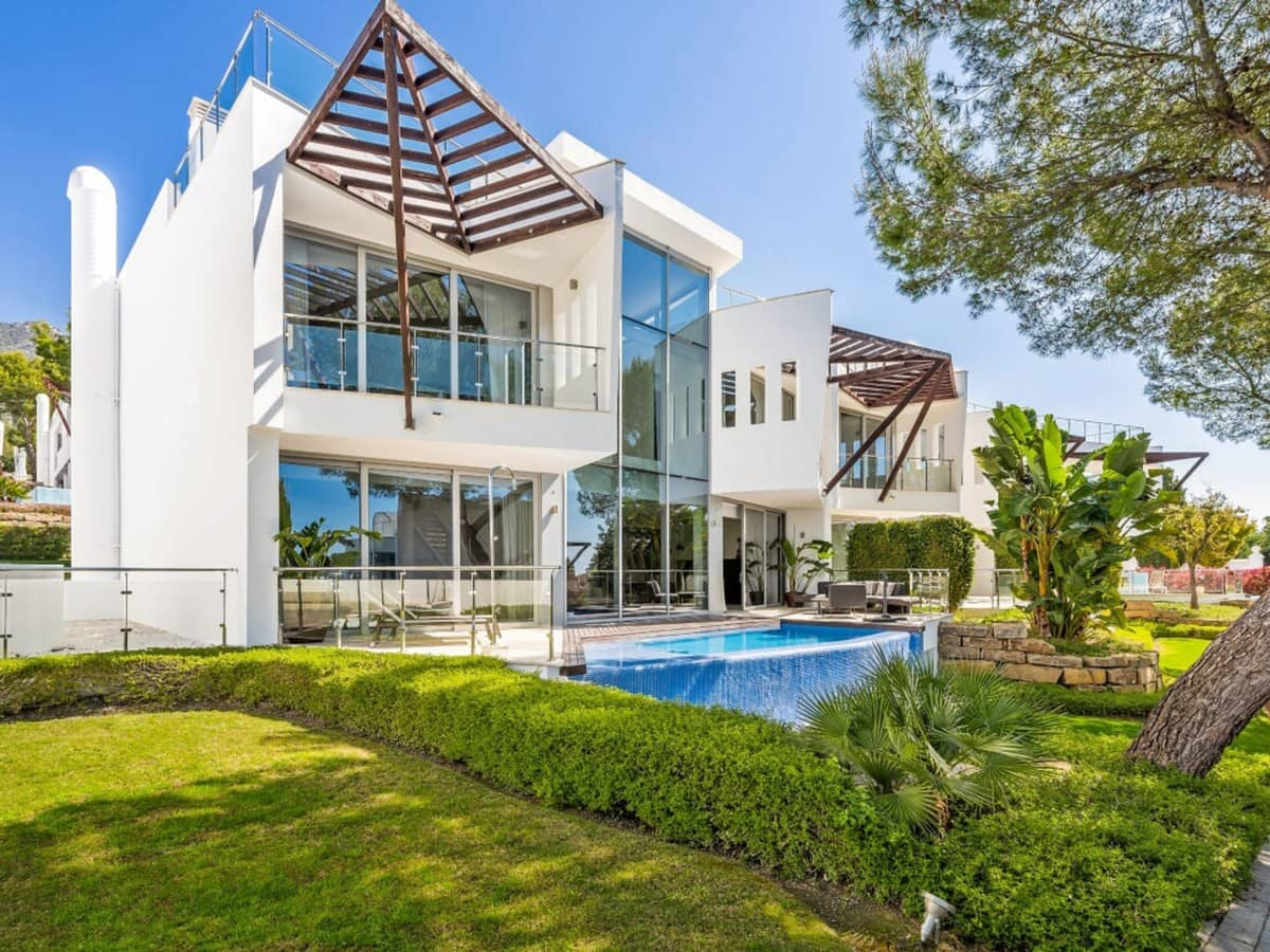 3 bedroom Semi-detached Villa for sale in Marbella with pool garage - € 1,600,000 (Ref: 4668859)