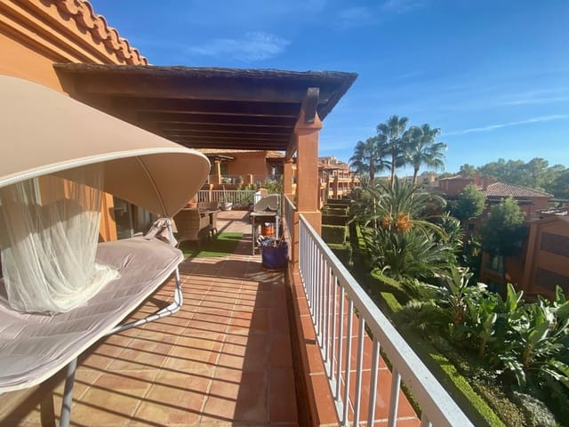 3 bedroom Penthouse for holiday rental in Benahavis with pool garage - € 1,500 (Ref: 5613427)