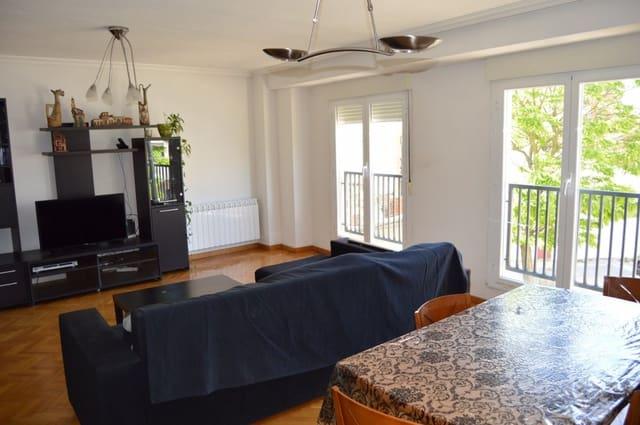 4 bedroom Semi-detached Villa for sale in Salamanca city with garage - € 195,700 (Ref: 6154358)