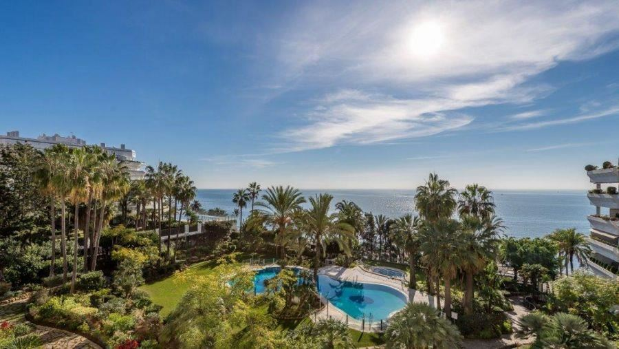 4 bedroom Flat for sale in Marbella with pool garage - € 2,200,000 (Ref: 3612442)