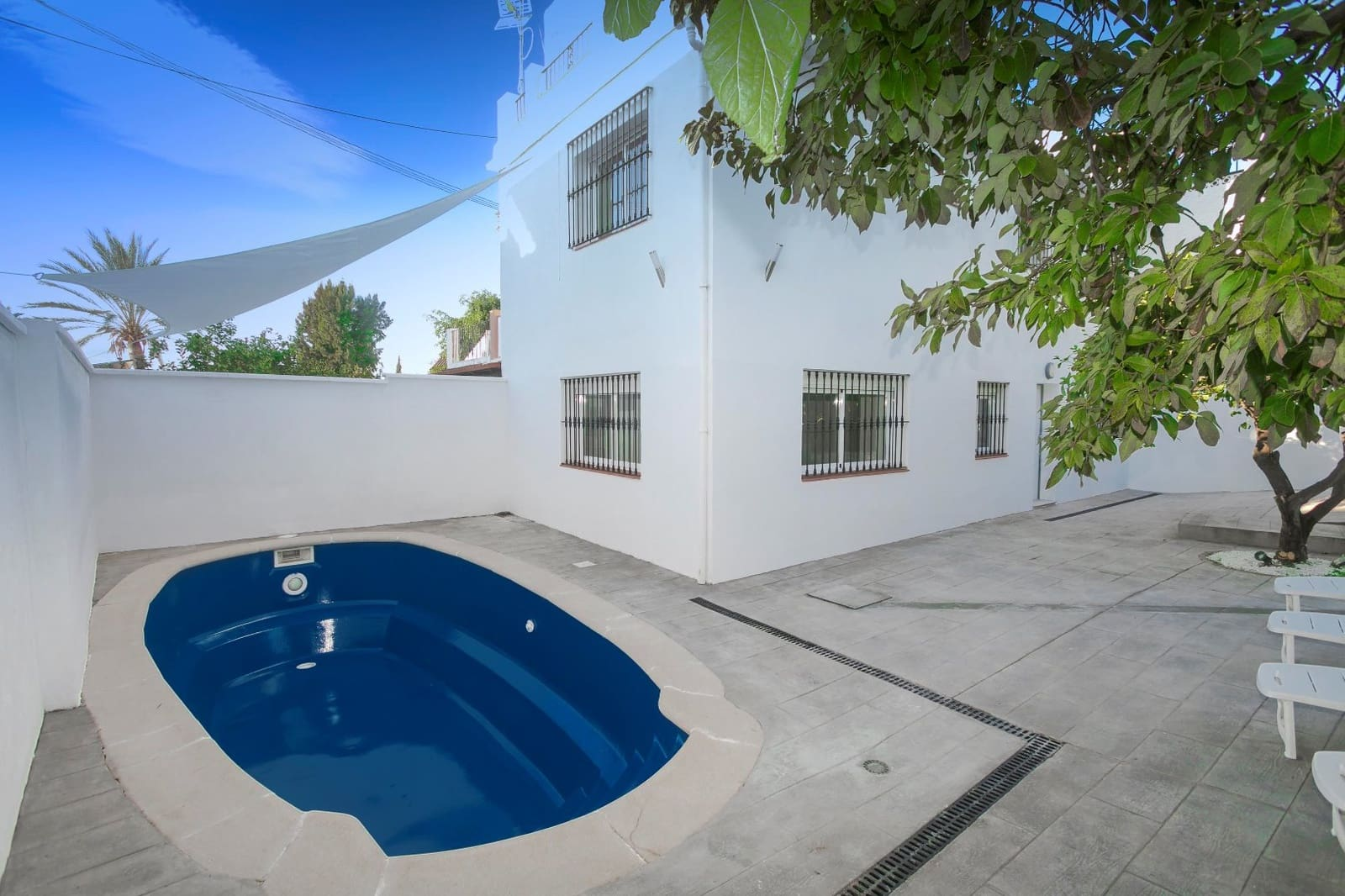 4 bedroom Semi-detached Villa for sale in Marbella with pool garage - € 420,000 (Ref: 4958716)