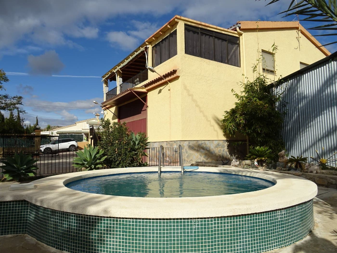4 bedroom Villa for sale in Montesol with pool - € 195,000 (Ref: 4418514)