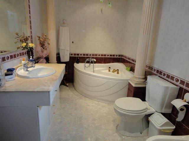 3 slaapkamer Rijtjeshuis te huur in Elche / Elx - € 700 (Ref: 5851103)