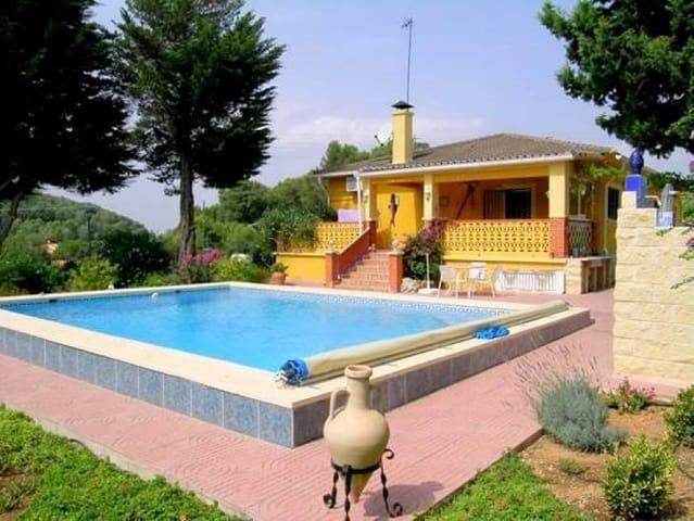 Chalet de 5 habitaciones en Pla de Corrals en venta con piscina garaje - 266.000 € (Ref: 3190240)