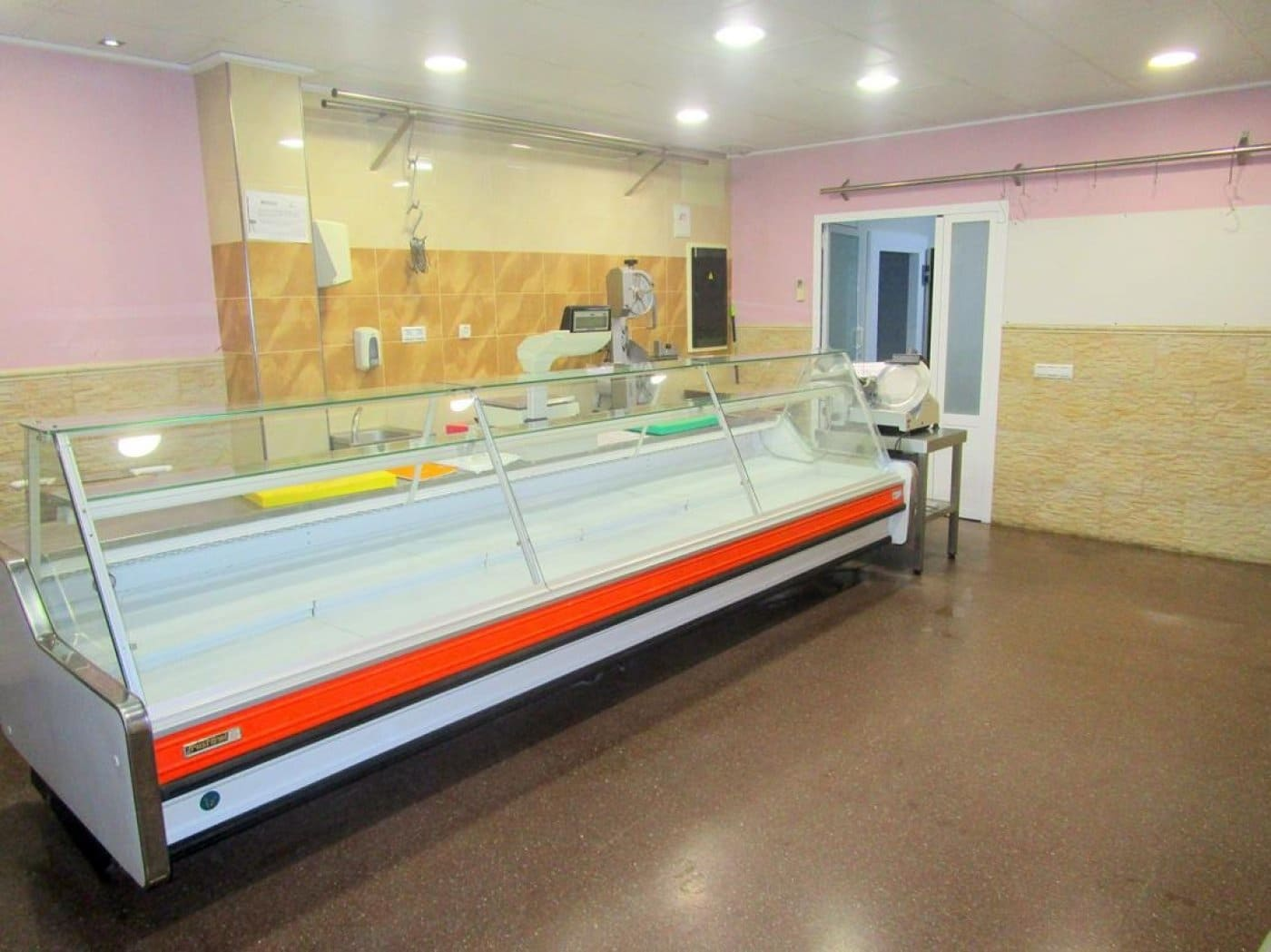 Commercial for rent in Moixent - € 500 (Ref: 5004892)