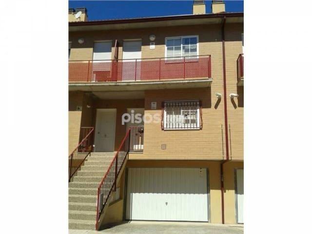3 slaapkamer Rijtjeshuis te koop in Maria de Huerva - € 168.000 (Ref: 3827069)