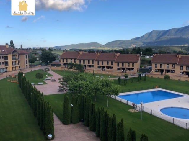 Ático de 4 habitaciones en Jaca en venta con piscina - 230.000 € (Ref: 4283835)