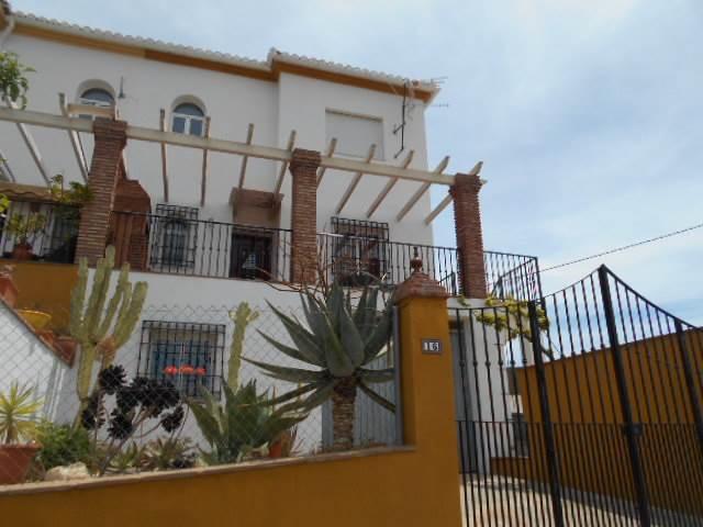 4 sypialnia Dom blizniak na sprzedaż w Alcaucin z basenem garażem - 225 000 € (Ref: 3960918)