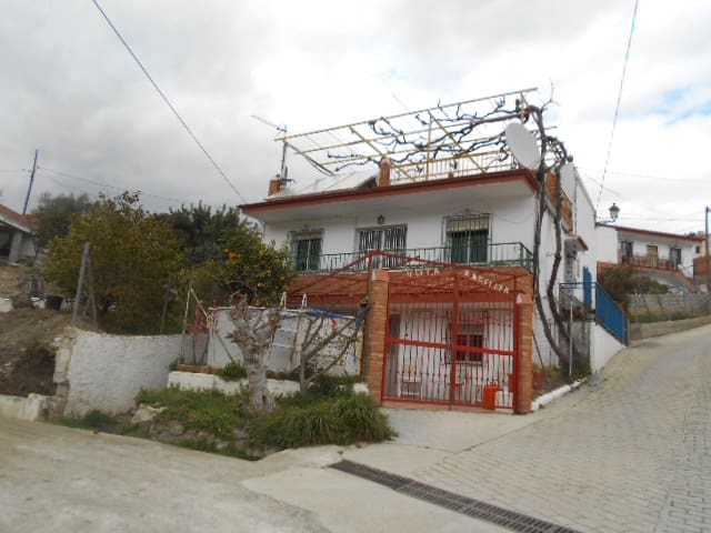 Chalet de 7 habitaciones en La Zubia en venta con piscina - 199.950 € (Ref: 4351510)