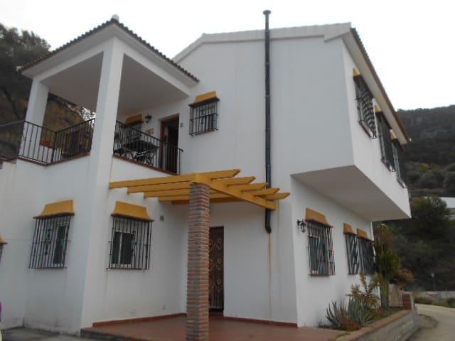 4 bedroom Villa for sale in Alcaucin - € 189,000 (Ref: 4495397)