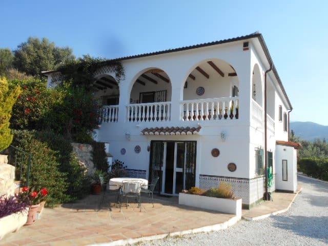 5 bedroom Villa for sale in Alcaucin with pool - € 399,950 (Ref: 4651196)