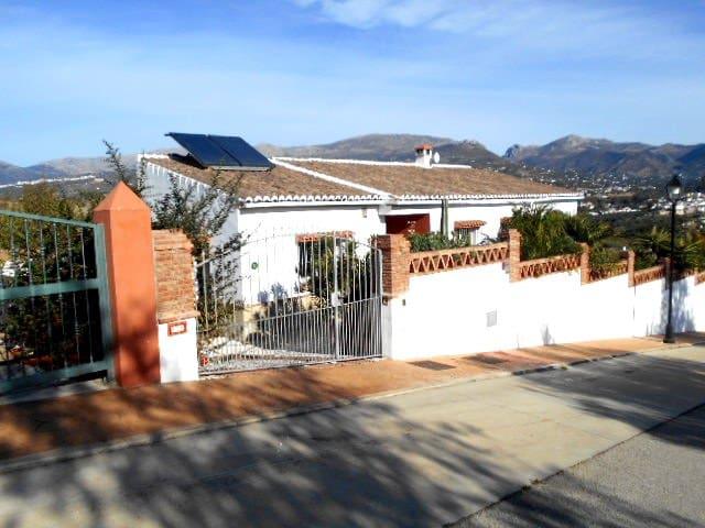 4 bedroom Villa for sale in Alcaucin with pool - € 356,000 (Ref: 5083062)