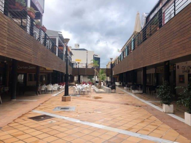 1 soverom Kommersiell til salgs i Playa Flamenca - € 32 000 (Ref: 4879362)