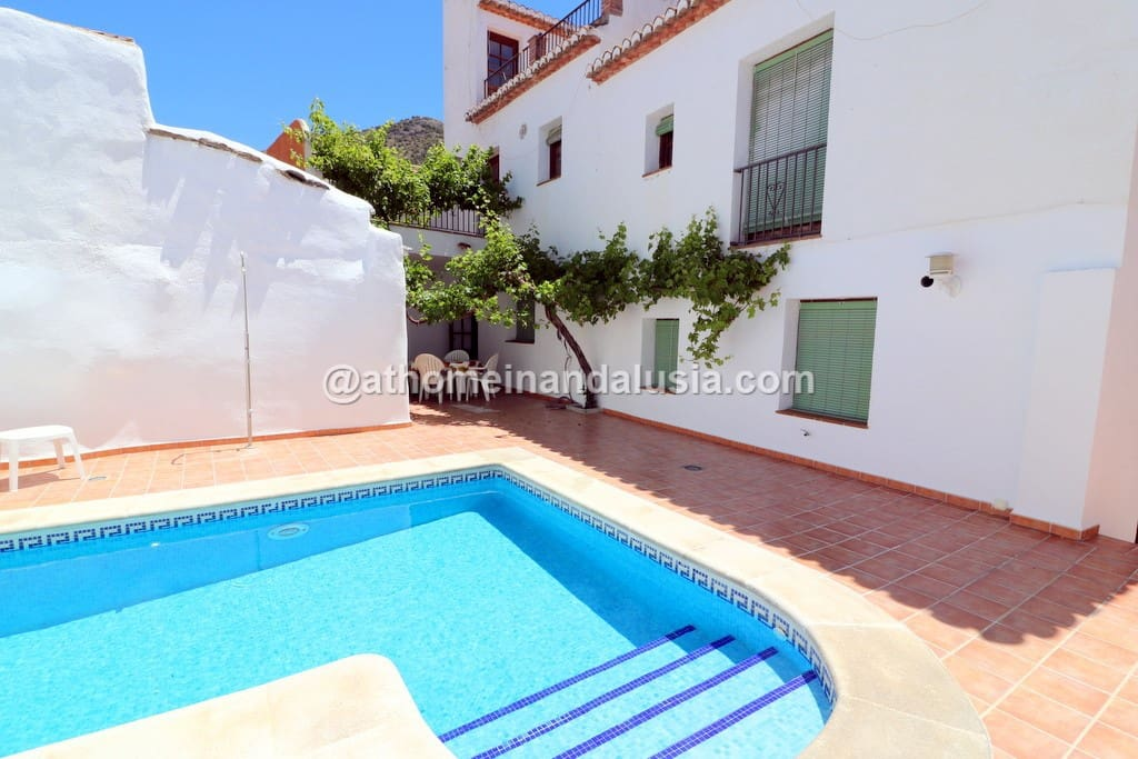 6 bedroom Villa for sale in Acequias with pool - € 245,000 (Ref: 5018695)