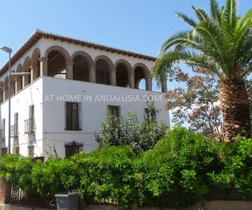 10 bedroom Commercial for sale in Melegis with pool - € 425,000 (Ref: 5311963)