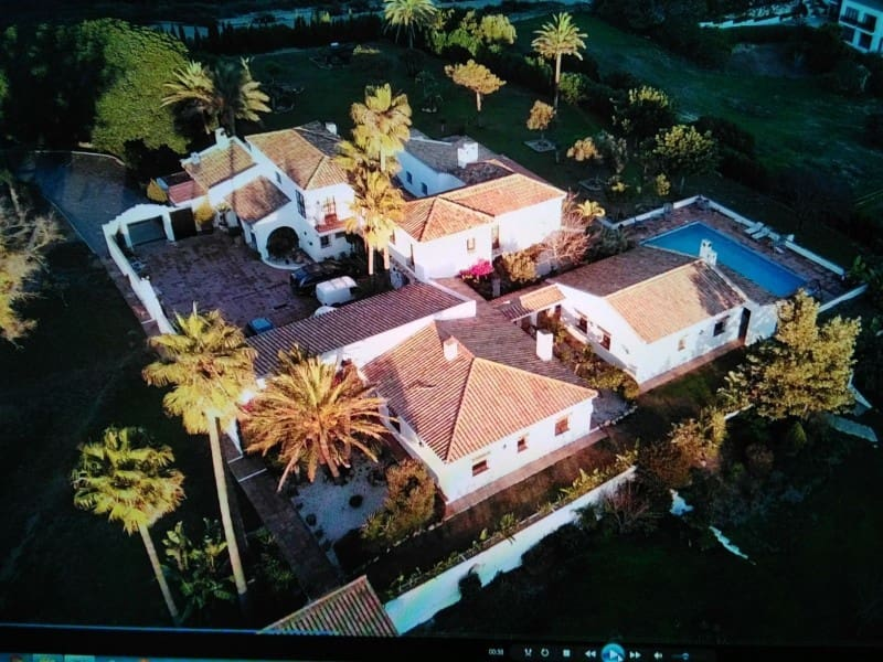 6 bedroom Villa for sale in Manilva with pool garage - € 2,000,000 (Ref: 3849166)