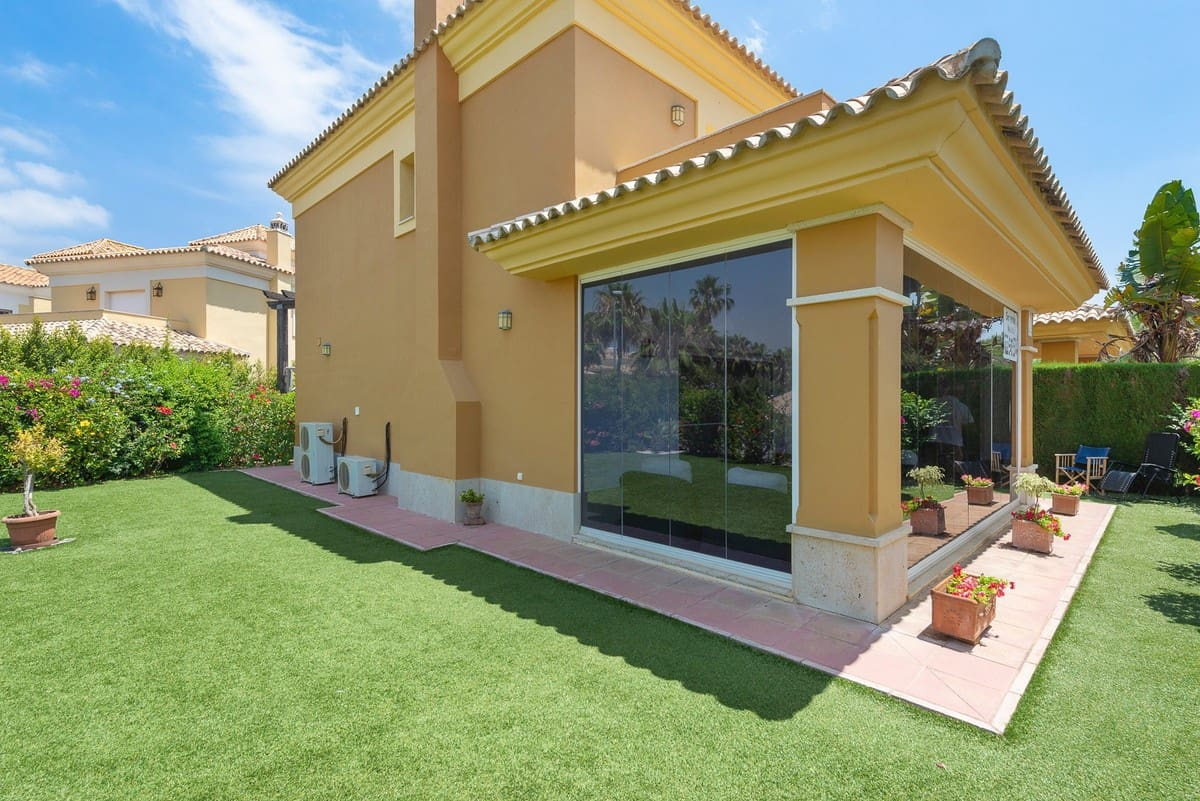 3 bedroom Townhouse for sale in Marbella with pool garage - € 600,000 (Ref: 3982244)
