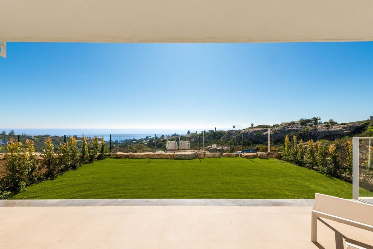 2 bedroom Penthouse for sale in Manilva with pool garage - € 292,000 (Ref: 3994710)