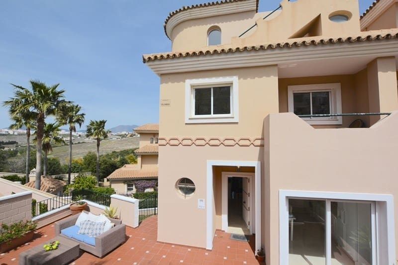 4 bedroom Townhouse for sale in Manilva with pool garage - € 375,000 (Ref: 4038188)