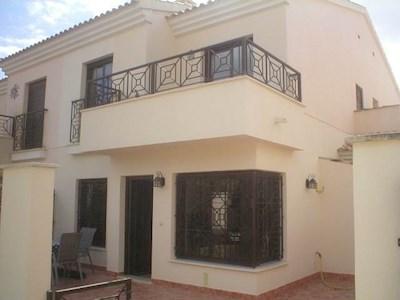3 sovrum Villa att hyra i San Cayetano med pool - 525 € (Ref: 2715557)