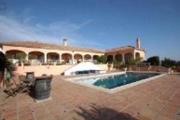 Chalet de 5 habitaciones en Alhaurín el Grande en alquiler vacacional con piscina garaje - 2.731 € (Ref: 4297675)