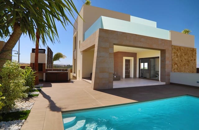 Chalet de 3 habitaciones en Benijófar en venta con piscina - 289.000 € (Ref: 5049635)