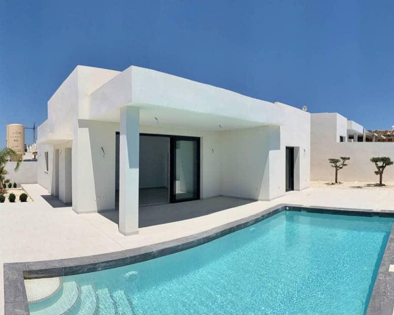 Chalet de 3 habitaciones en Benijófar en venta con piscina - 349.500 € (Ref: 4964857)