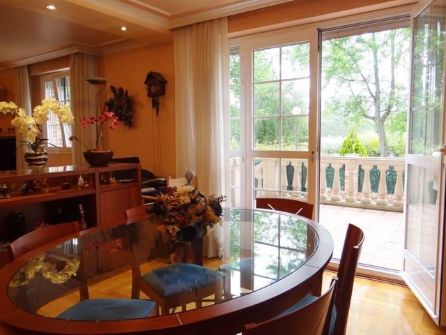 Chalet de 4 habitaciones en Barañain en venta con garaje - 478.000 € (Ref: 5904755)