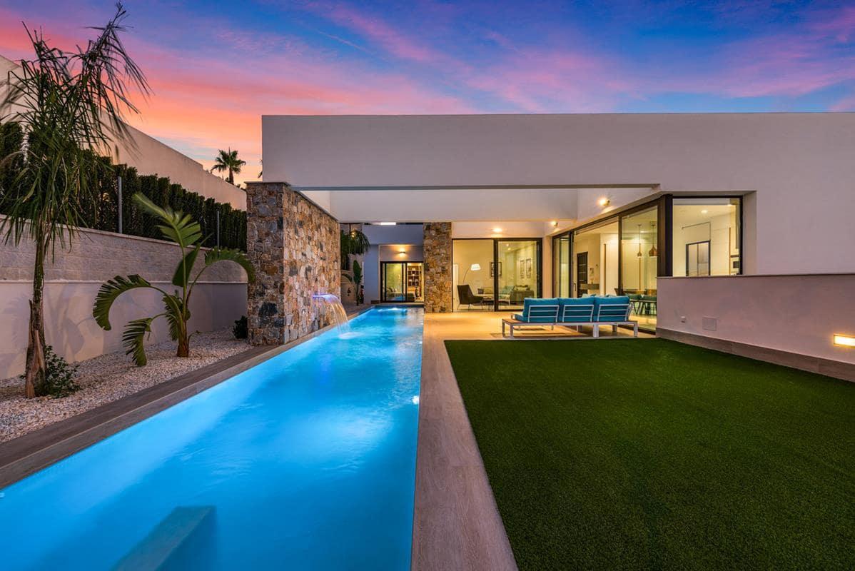 Chalet de 3 habitaciones en Benijófar en venta con piscina garaje - 594.900 € (Ref: 3747588)