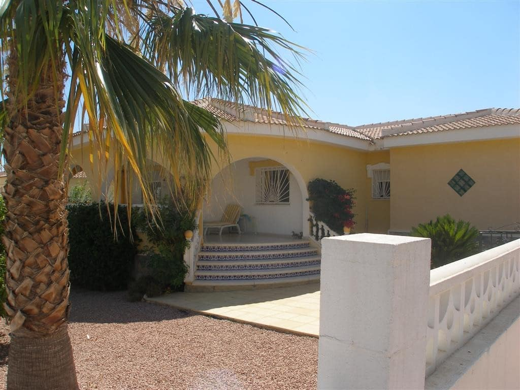 Chalet de 3 habitaciones en Benijófar en venta con piscina - 189.995 € (Ref: 4960184)