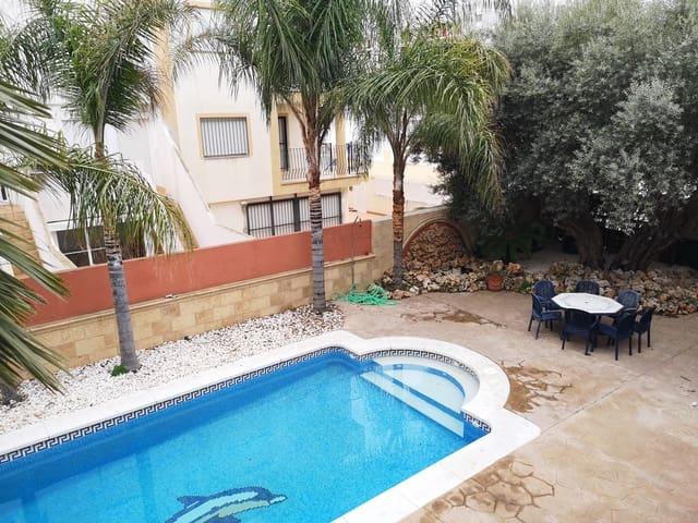 4 makuuhuone Huvila myytävänä paikassa Torrenostra mukana uima-altaan  autotalli - 350 000 € (Ref: 6119678)