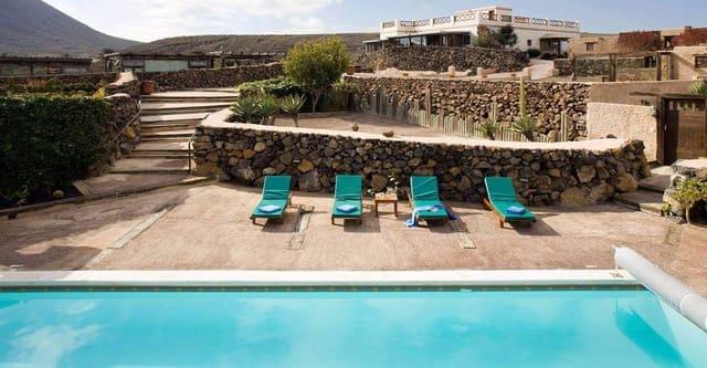 11 sovrum Villa till salu i Ye med pool - 1 799 000 € (Ref: 5567952)