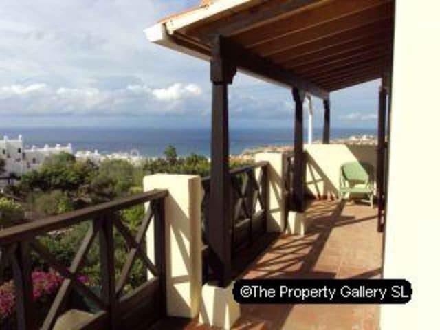 3 soverom Villa til salgs i Playa de las Americas med svømmebasseng garasje - € 580 000 (Ref: 1754986)
