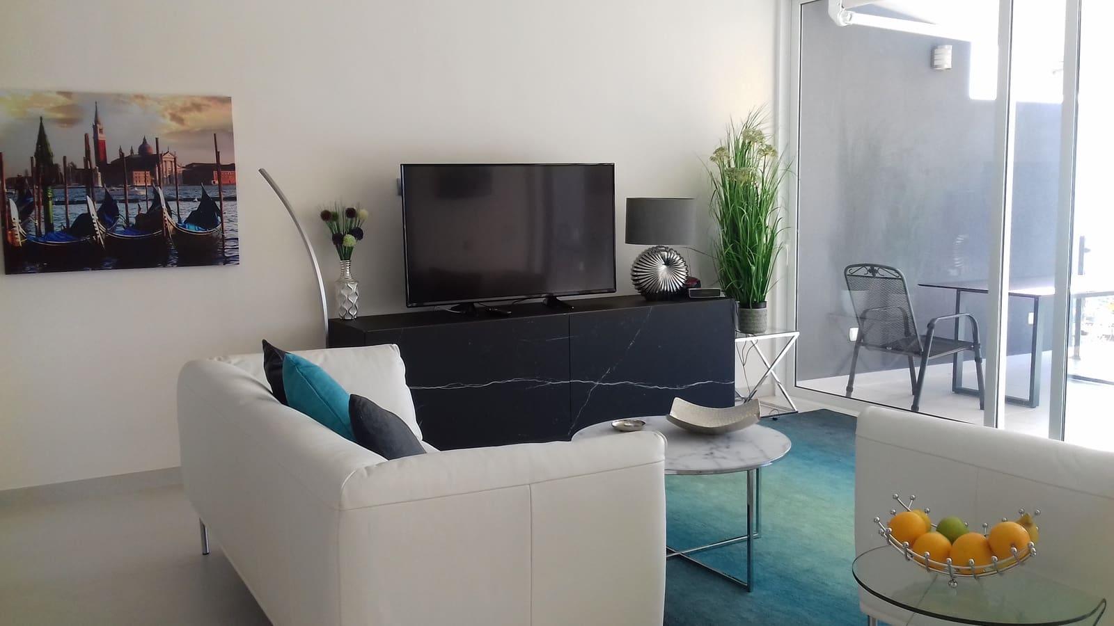 3 slaapkamer Villa te huur in San Eugenio met zwembad - € 2.950 (Ref: 4806731)